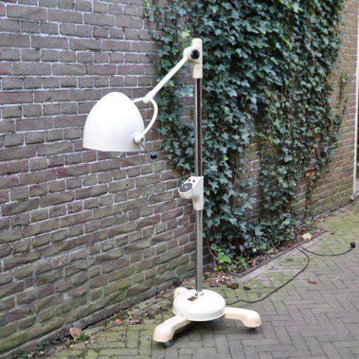 WC44- Ziekenhuis lamp VERKOCHT